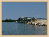 Brücke auf die Insel Vir