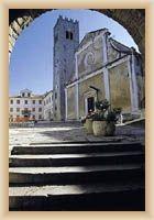 Motovun - Pfarrkirche St. Stefan und der Glockenturm